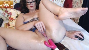 Ginger mom fucking her pussy and ass